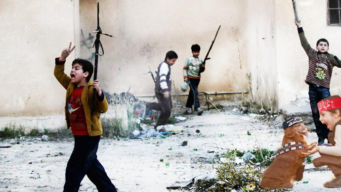 Batalla de Photoshop al niño y su perro vestidos de Han Solo y Chewbacca en un escenario islámico de niños con armas en la mano