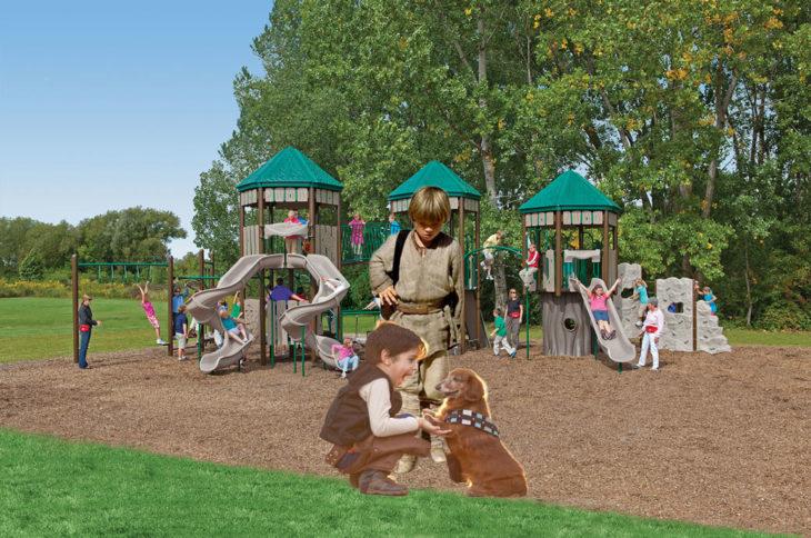 Batalla de Photoshop al niño y su perro vestidos de Han Solo y Chewbacca en un parque lleno de juegos y niños