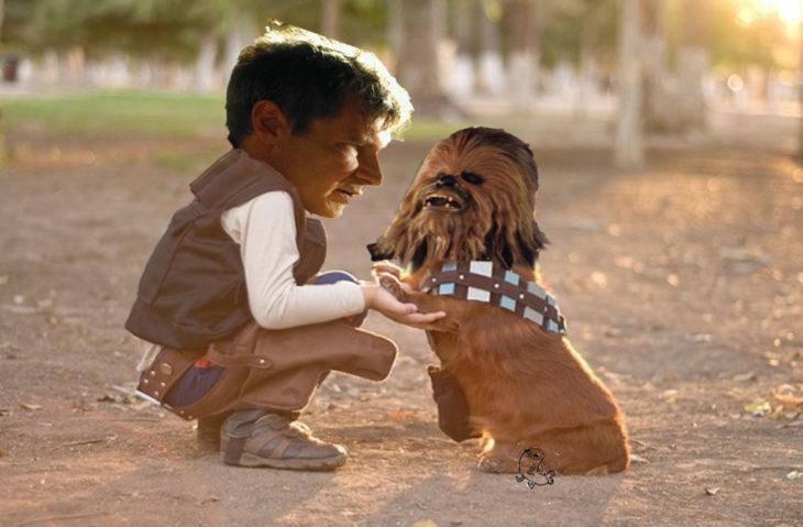 Batalla de Photoshop al niño y su perro vestidos de Han Solo y Chewbacca con las caras de Chewbacca