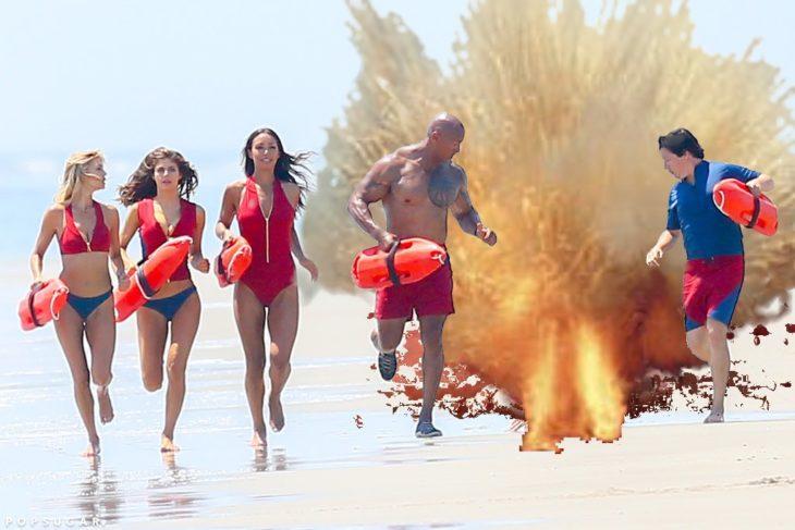 Batalla de Photoshop de la caída de Zac Efron con una pequeña explosión
