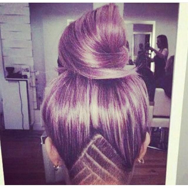 tatuaje chica cabello morado