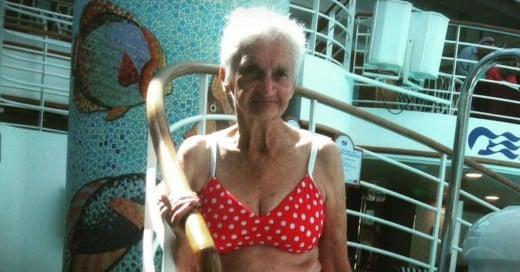 Abuelita con sexy bikini