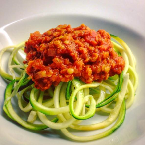 plato de spaguetti en la comida hipster