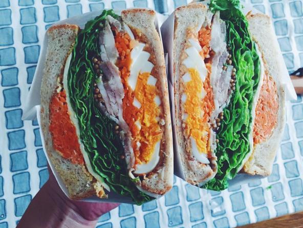 imagen de dos sándwiches