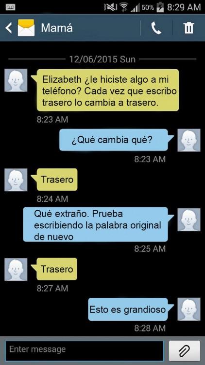 captura de pantalla del mensaje de texto entre una madre y una hija donde el autocorrector la trollea