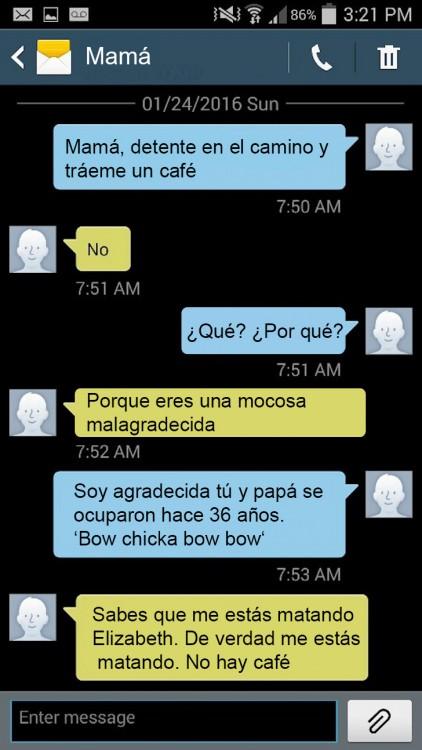 conversación de una mujer que pide a su mamá le lleve un café