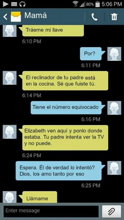 mensaje de texto de una madre reclamando a su hija por el reclinable de su padre