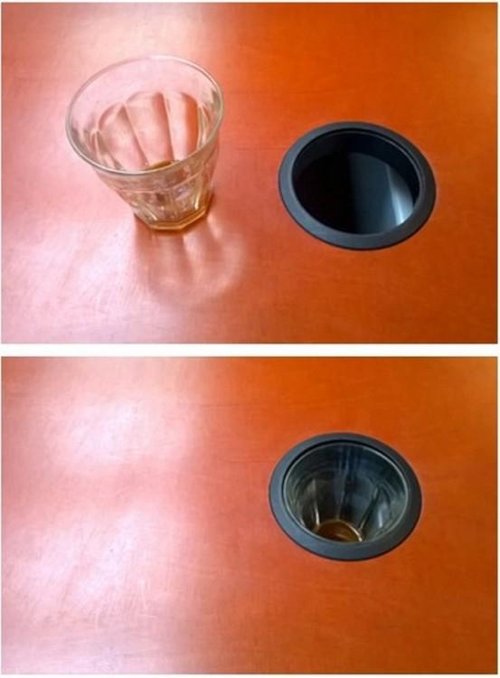 vaso de cristal dentro de un hueco de una mesa