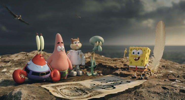 personajes principales de la serie animada de Bob Esponja en una escena de la película