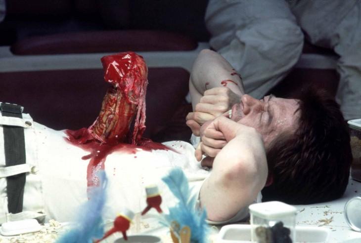 escena del Xenomorfo en la película Alien