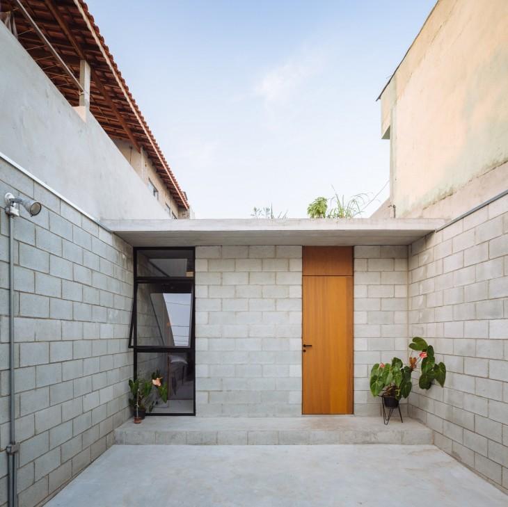 fachada de la casa remodelada de una mujer brasileña