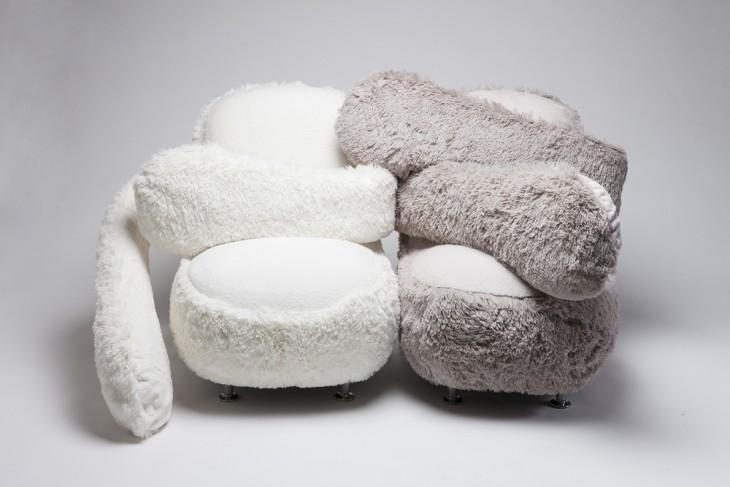 dos sofás Free Hug en color gris y blanco