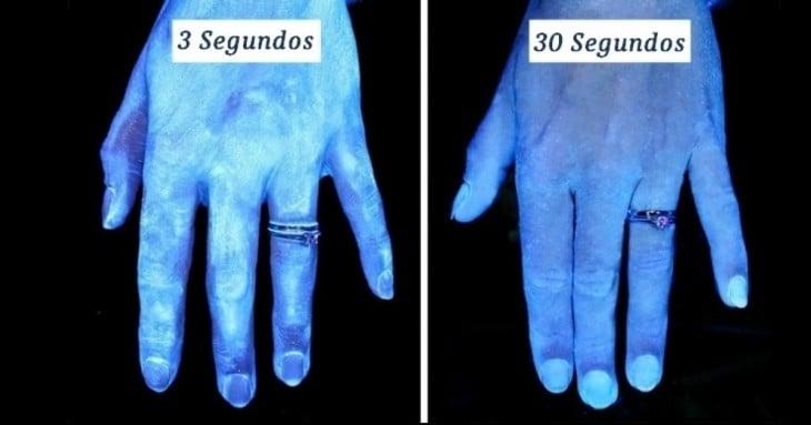 imagen muestra como lucen las manos antes y después de haberlas lavado
