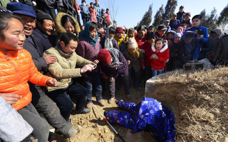 Hombre Chino organizó su propio funeral para ver cuanta gente lo quería