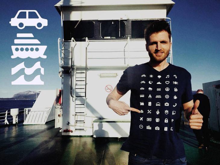 Hombre luciendo la camisa