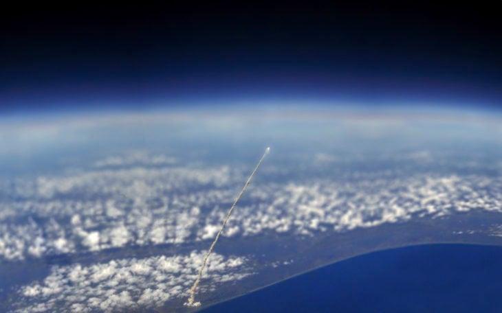 un lanzamiento espacial visto desde el satelite