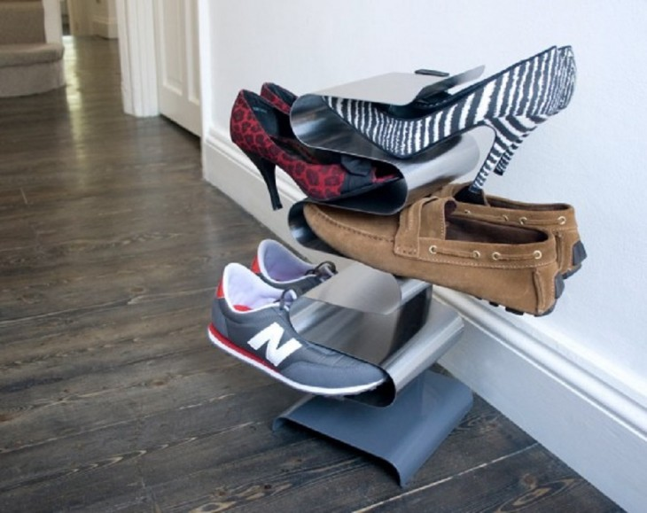 organizador de zapatos en el piso