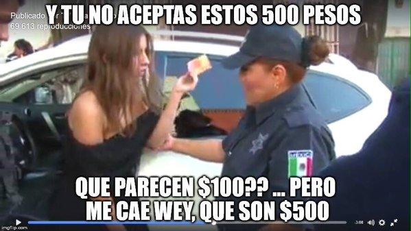 LADY 100 PESOS LE DA EL BILLETE A LA POLICIA
