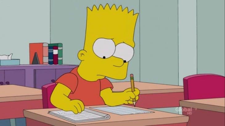 Bart simpson haciendo tareas en el salón de clases