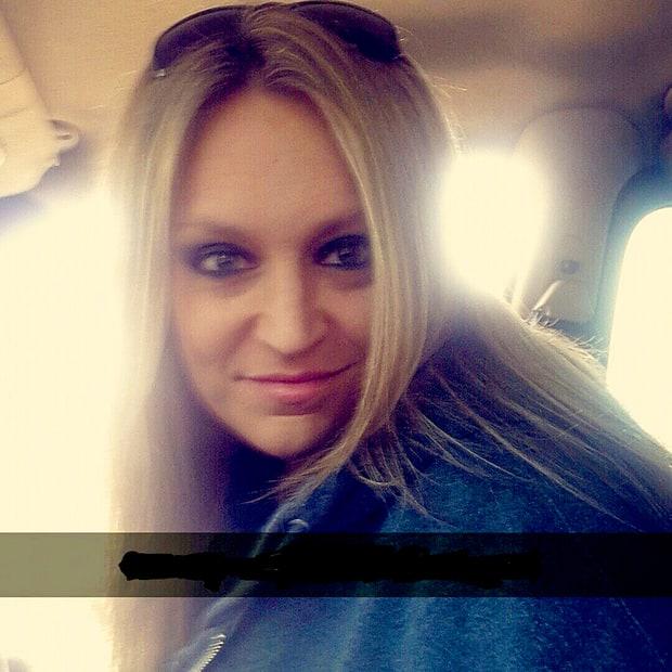 Liz Hammett, la chica de 36 años que se hizo viral por compartir sus mensajes de bromas pesadas con su mamá en Facebook.