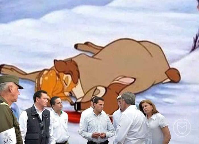 Meme de la visita de Peña Nieto a Pemex en Coatzacoalcos con la muerte de la mamá de bambi en el fondo
