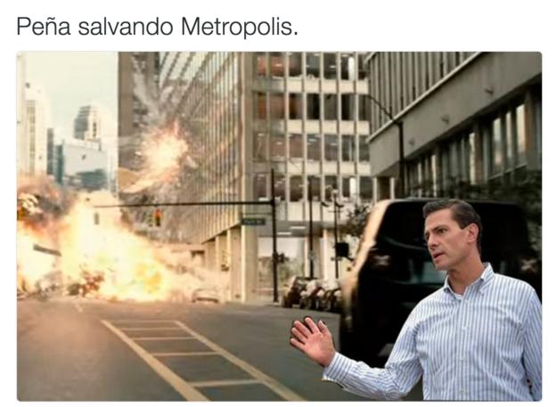 Meme de la visita de Peña Nieto a Pemex en Coatzacoalcos salvando Metropolis