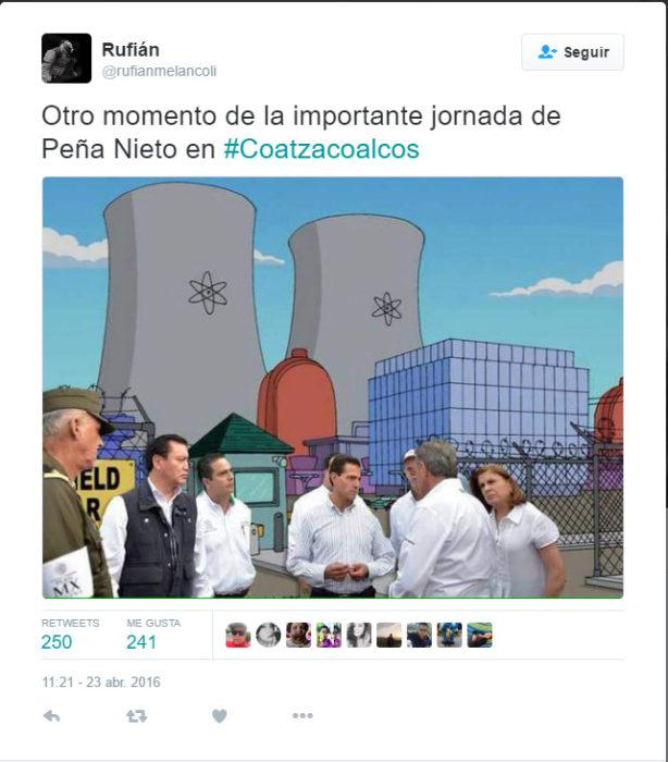 Memes de la visita de Peña Nieto a Pemex en Coatzacoalcos de fondo en una escena de la fabrica de los simpsons