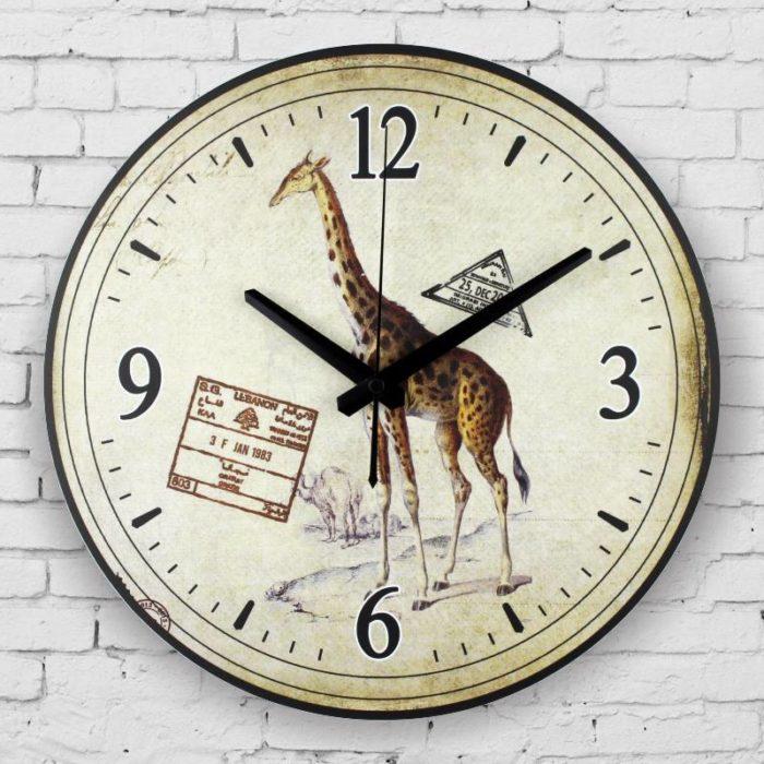 reloj de pared con el diseño de una jirafa
