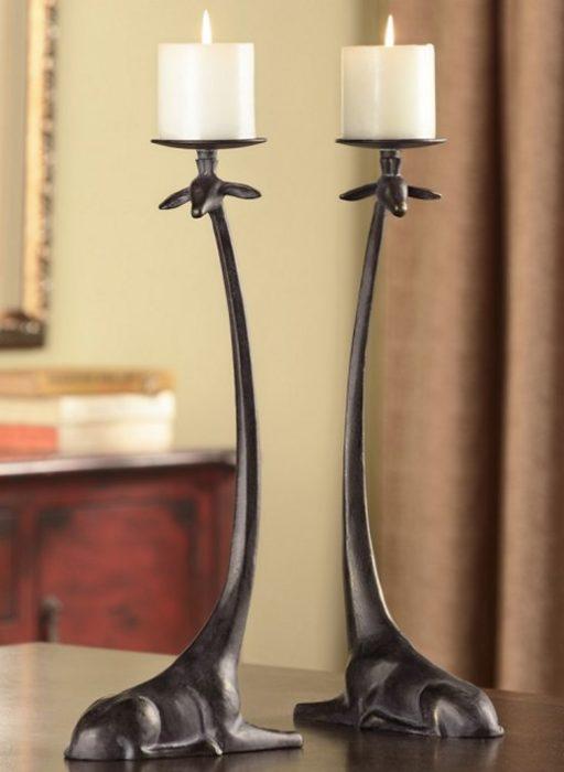 candelabros en forma de jirafas