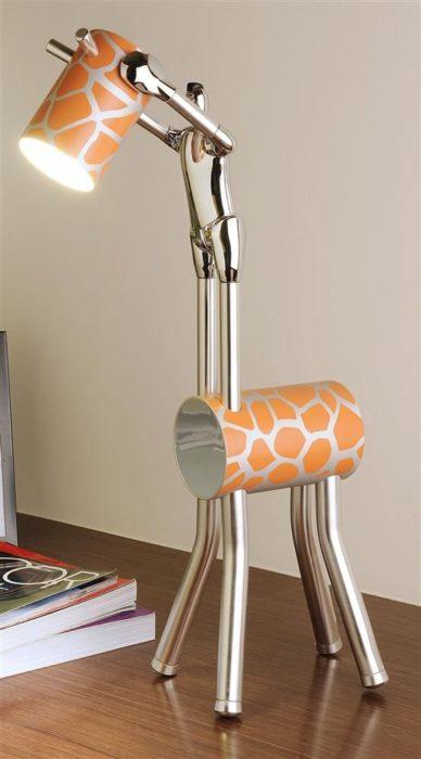 lámpara en forma de jirafa