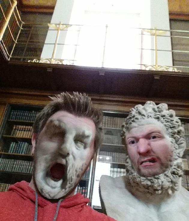 hombretrolea museo con su cara