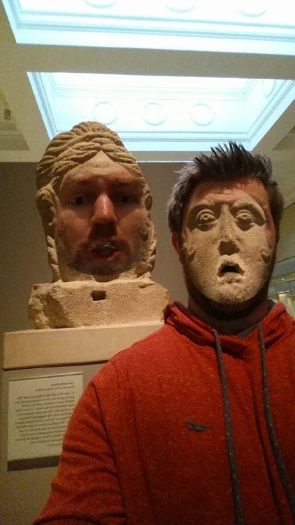 hombretrolea museo con las estatuas