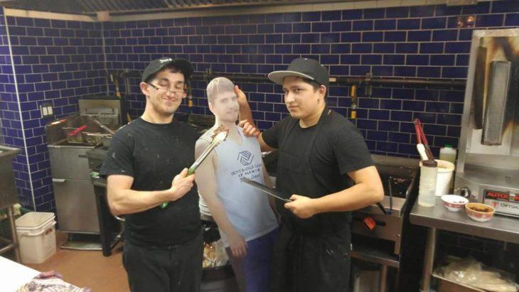 Kevin en la cocina de un restaurante