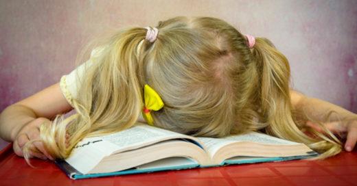 l: Las tareas están destruyendo a nuestros hijos y los científicos piden prohibirla