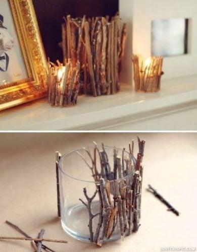 vaso decorado con ramas y con una vela adentro