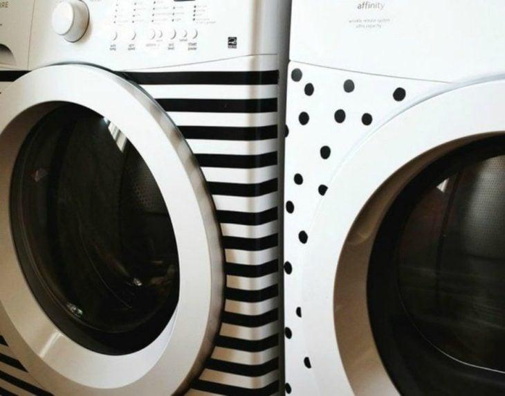 lavadora y secadora decoradas con cinta adhesiva