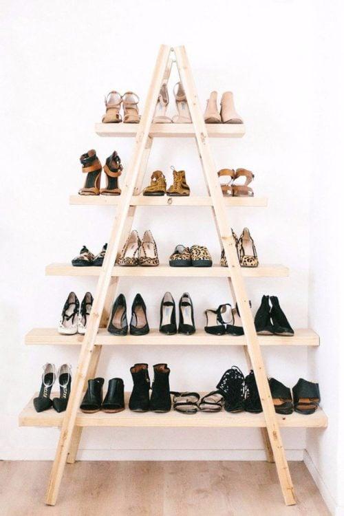 escalera para acomodar los zapatos