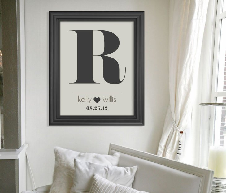 inicial R impresa y enmarcada