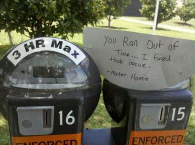 mensaje en parquímetro de persona que puso monedas cuando el tiempo se acabó