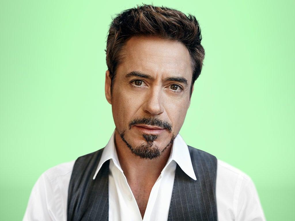 17 Hombres de más... Robert Downey Facebook