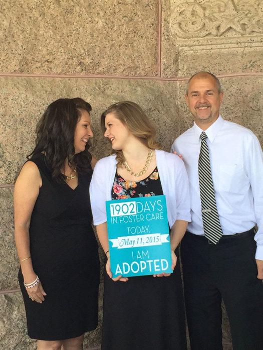 Adoptan a jovencita después de 1,902 días