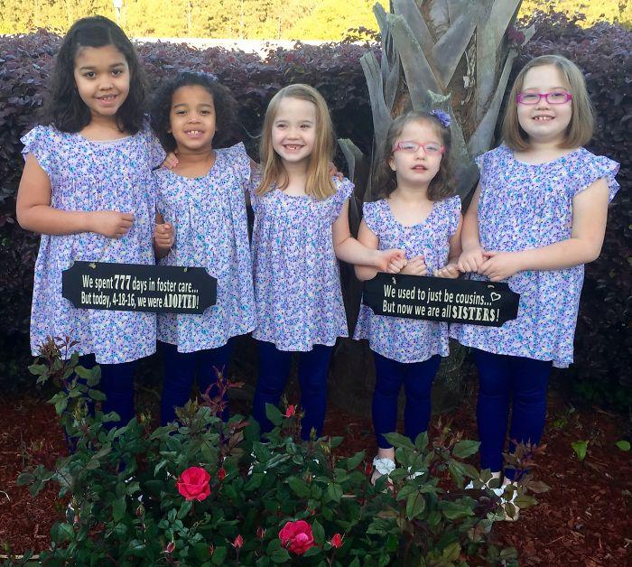 5 niñas que, después de ser primas, ahora son hermanas