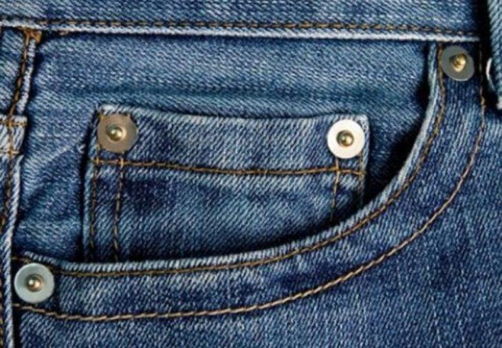 pantalon de mezclilla botoncitos