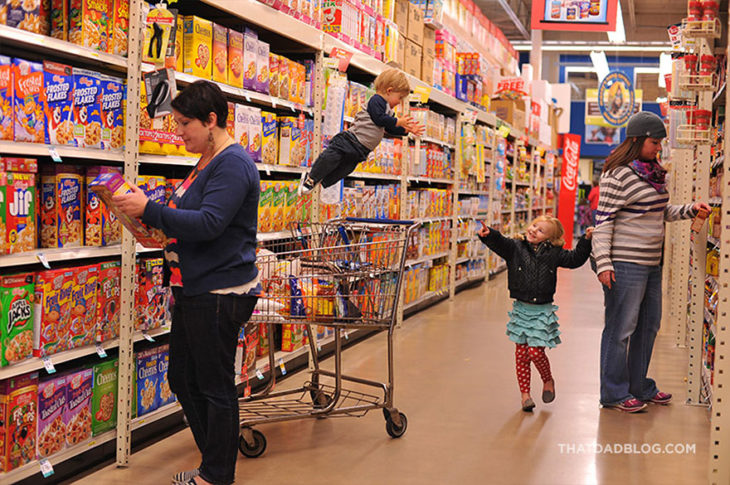 William, niño con Síndrome de Down,volando en el supermercado