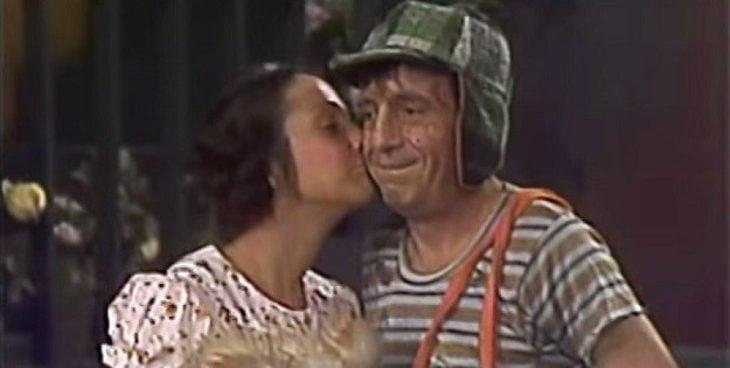 Paty besando en el cachete al Chavo del 8