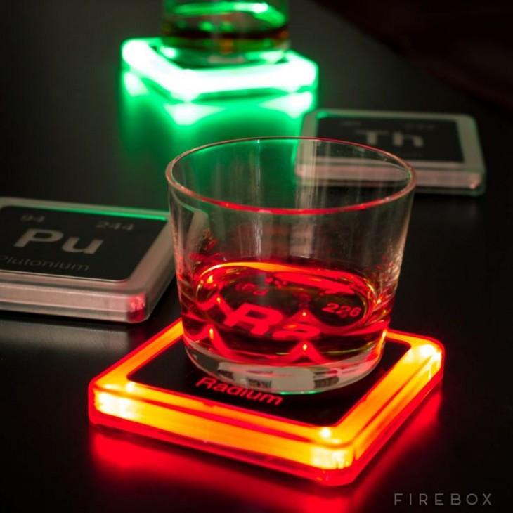 portavasos que brillan en la oscuridad con los elementos químicos