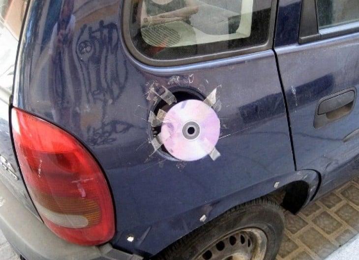 tapa de la gasolina con un cd