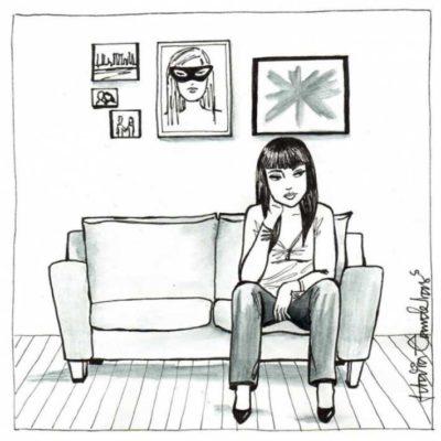 Ilustración de Idalia Candelas de una mujer sentada en la sala pensando