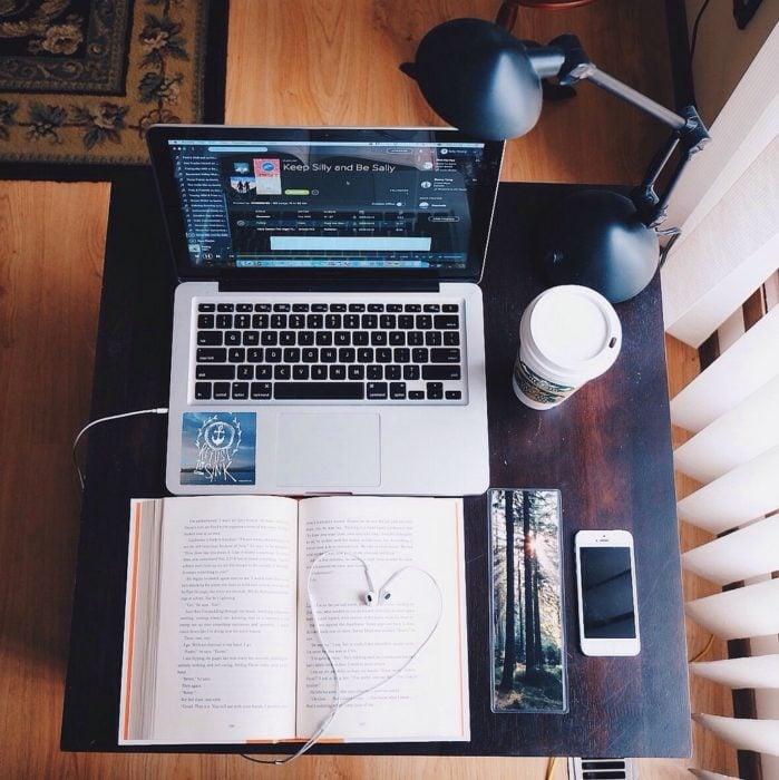 Escritorio organizados e inspiradores. Con un espacio limpio para trabajar