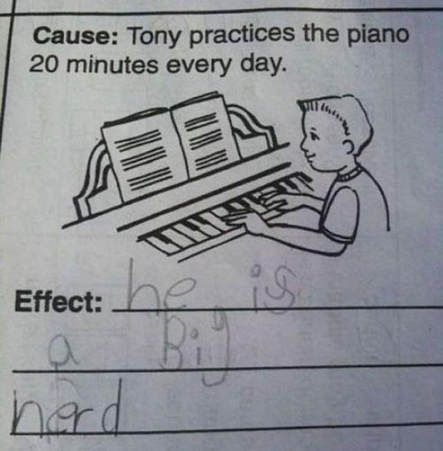 ilustración de un niño tocando el piano en la pregunta de un examen